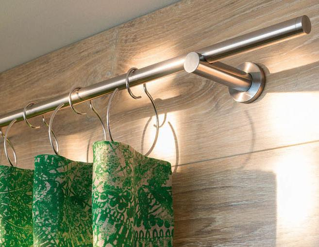 Moderne Vorhänge auf moderner Gardinenstange Interstil