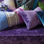 die schlacht mit den kissen. Black Bedroom Furniture Sets. Home Design Ideas