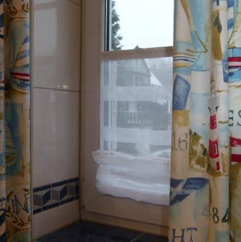 Faltrollo für kleine Fenster - weisser Stoff