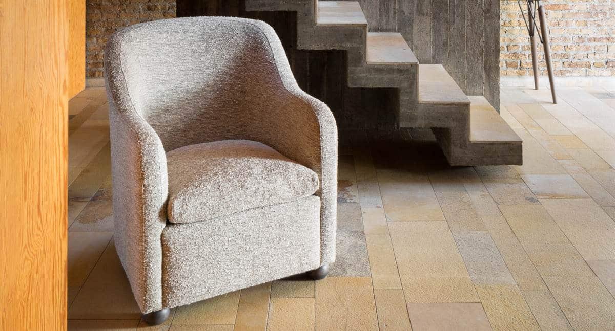 Sessel mit Husse im neuen Glanz 1