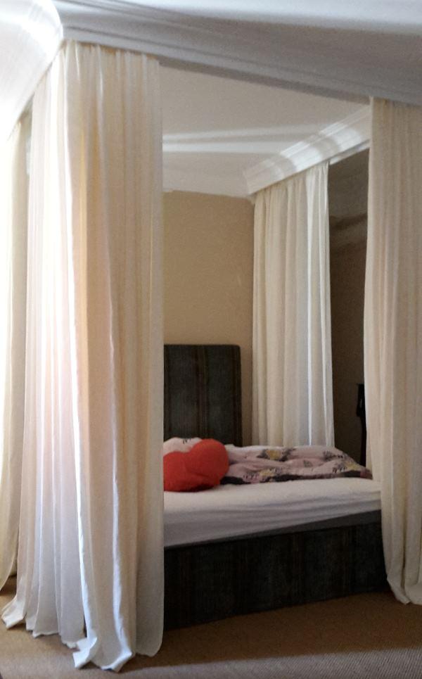 himmelbett vorhang f r romantiker bei nasha mabrosch. Black Bedroom Furniture Sets. Home Design Ideas