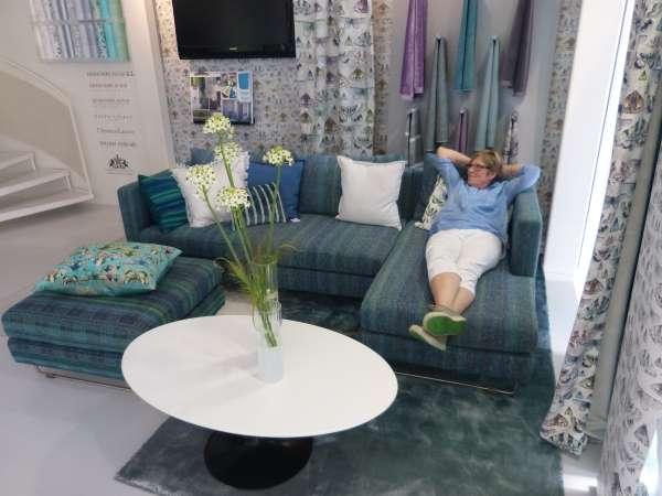 designers guild polsterm bel im m nchner showroom. Black Bedroom Furniture Sets. Home Design Ideas