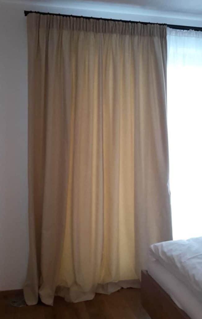 Elegante Vorhänge für exklusive Ferienwohnung 1