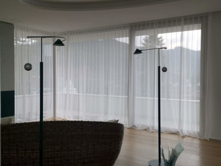 Exklusive weiße Gardinen aus Dedar Stoff
