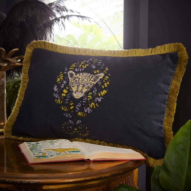 Clarke Clarke Amazon Rectangle Cushion braun M2047-02