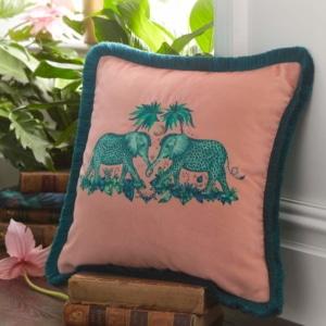 Clarke Clarke Zambezi Peach Square Cushion rosa M2051-01